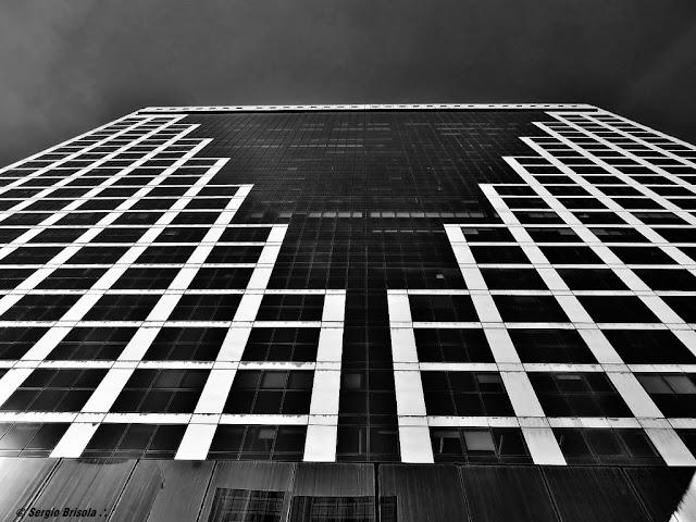 Perspectiva inferior da fachada do Edifício São Luís Gonzaga - Avenida Paulista