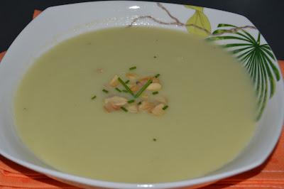 Sopa de Alho-Francês com Amêndoa Torrada