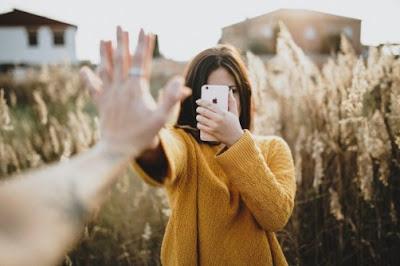 8 Pikiran Yang Akan Buat kamu Tidak Tenang Saat kamu Rindu Dengan Pacar