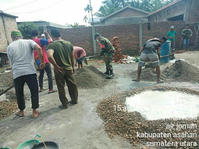 Laksanakan Gotong-royong Bersama Warga Pembuatan Gudang Masjid Dilakukan Personel Jajaran Kodim 0208/Asahan