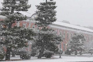 雪の海上自衛隊幹部候補生学校