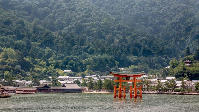 Torii flotante - santuario Itsukushima desde el mar :: Canon EOS5D MkIII | ISO100 | Canon 24-105@105mm | f/8.0 | 1/125s