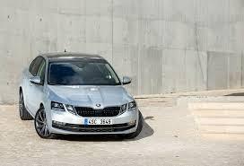التشيكية اوكتافيا 2020 بالثوب الالماني وتوضيح التجهيزات الداخلية والخارجية وآداء المحرك بها وايعادها