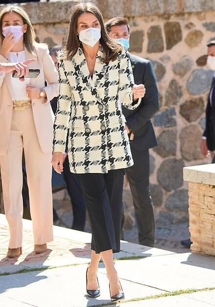 Queen Letizia wore a houndstooth blazer from Uterque, and safashy trousers from Hugo Boss. Manolo Blahnik pumps