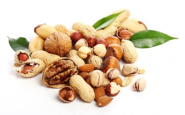 What are the benefits of nuts for the heart?
