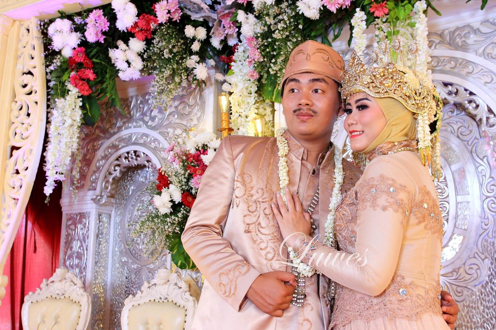 Rias pengantin sunda muslim hijab dengan siger dan kebaya nasional