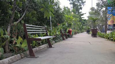 Trotoar Stadion Patriot Candrabhaga Kota Bekasi