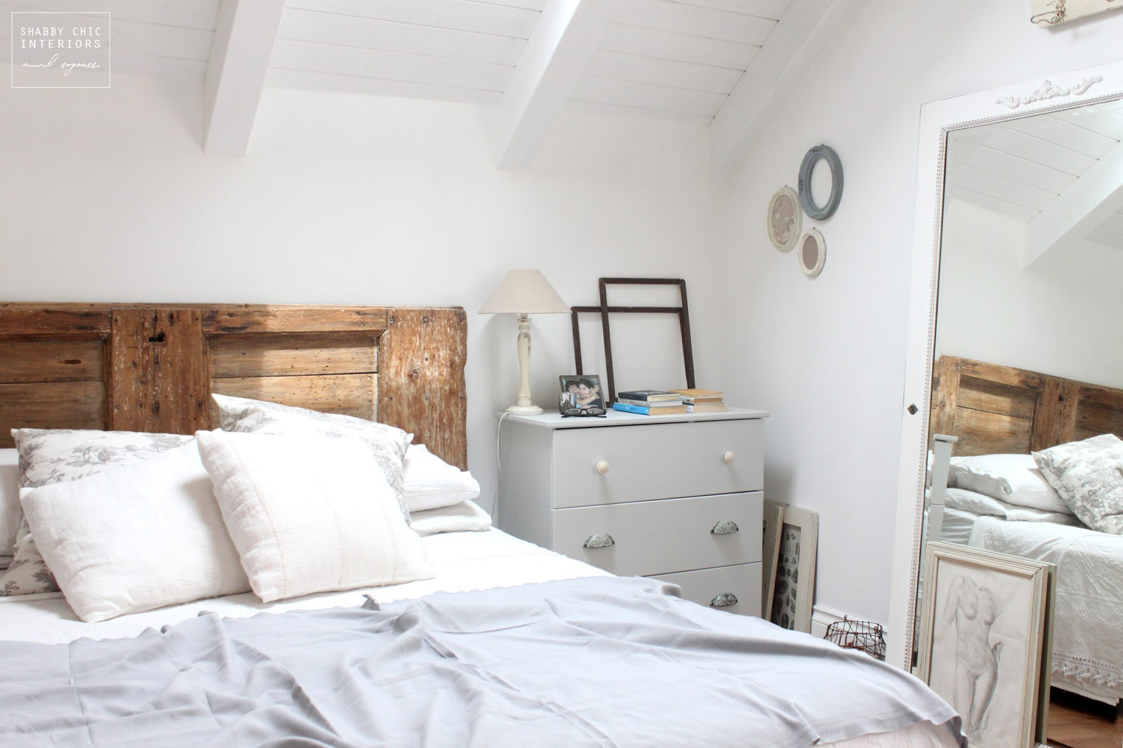 Mercatino shabby chic interiors shabby chic interiors for 5 piani di casa di camera da letto