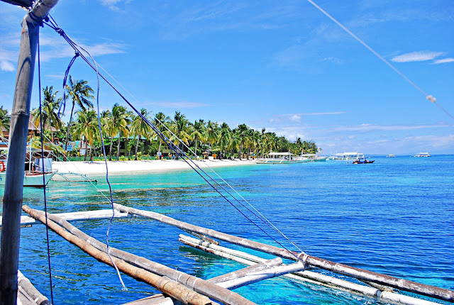 Approaching the white sandy beach of Malapascua Island