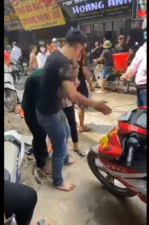 Thanh niên cướp túi xách có điện thoại mang đi bán thì gặp ngay chị bị cướp