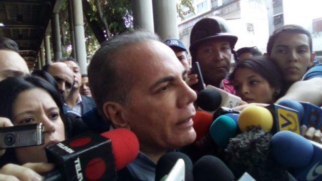 """Manuel Rosales: """"O los dirigentes dirigimos a la sociedad o no servimos como dirigentes políticos"""""""