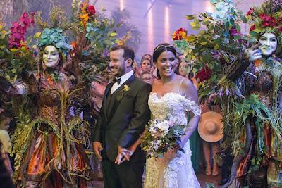 Os noivos chegam à festa (Crédito: Victor Silva/RNW)