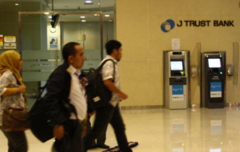 Alamat lengkap dan Nomor Telepon Kantor Cabang J Trust Bank di Karawang