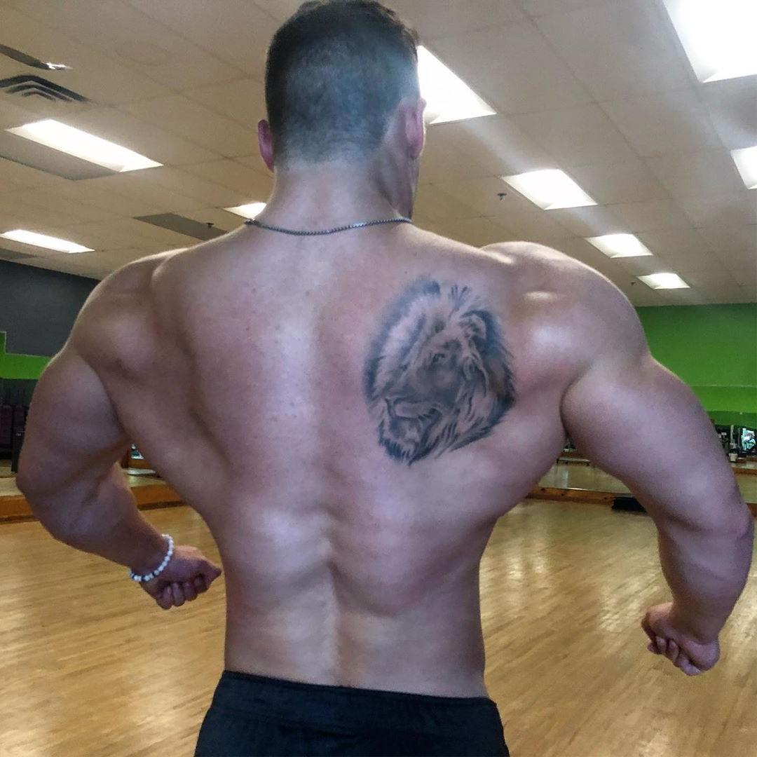 hot-daddy-shirtless-strong-huge-muscle-back-tattoo