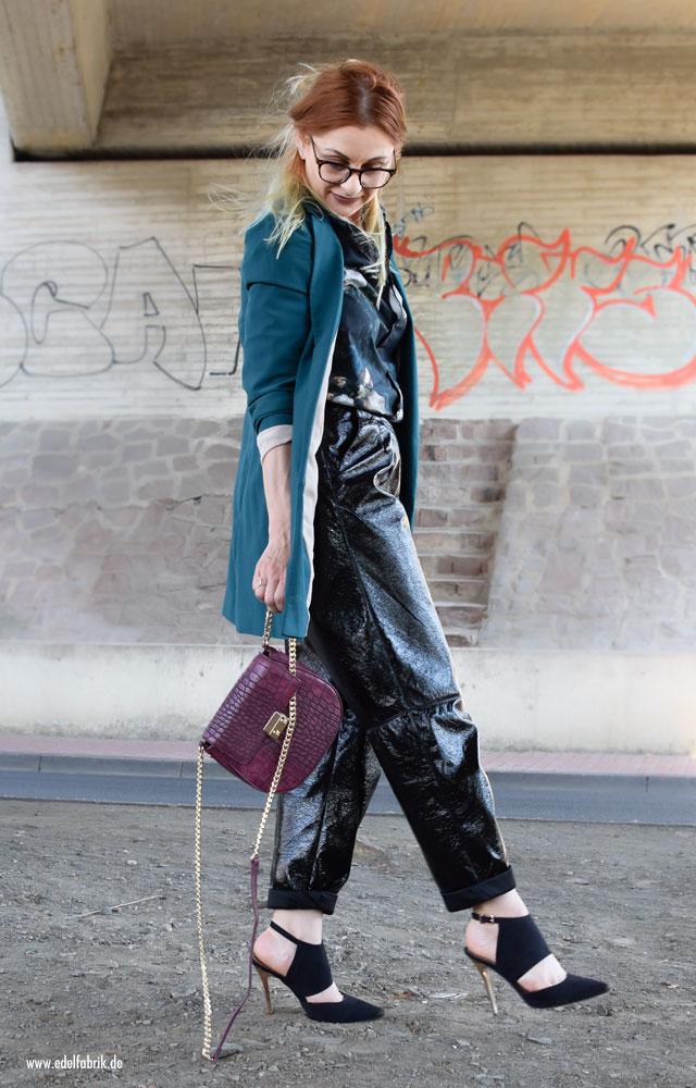 Lackleder im Alltag tragen, 3 Tipps für eine Lederhose
