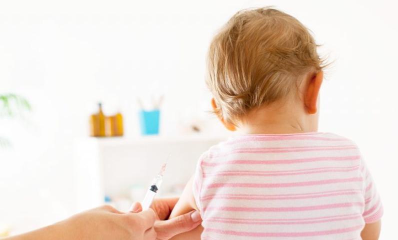 Vaccini e Genitori: dubbi e paure sui rischi correlati all'atto vaccinale