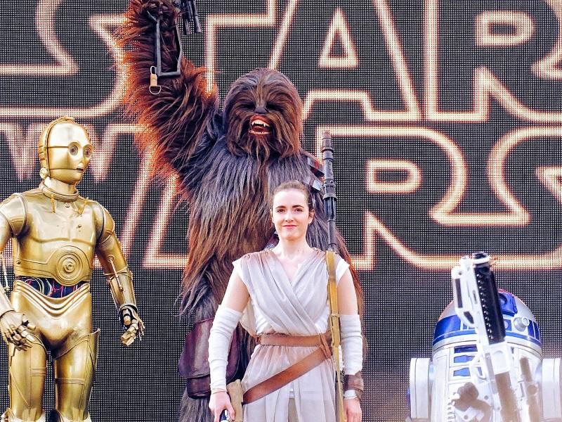 C3PO chewbacca R2D2 et Rey partisans de la résistance lutte contre le premier ordre