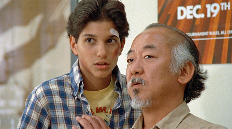 Ralph Macchio und Pat Morita in KARATE KID (John G. Avildsen, 1984). Quelle: Sony Pictures Blu-ray Screenshot (skaliert)