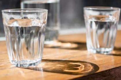 5 Khasiat Minum Air Hangat untuk tubuh
