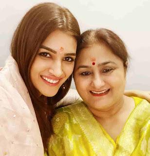 Kriti Sanon With Her Mother Geeta Sanon