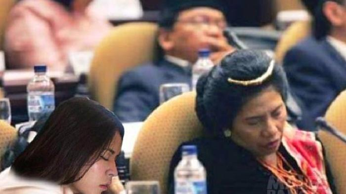 Memang 'Hanya Ada Di Indonesia' Foto Raisa Bobo Pulas Di Pesawat Malah Dijadikan Meme