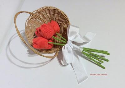 https://conhiloslanasybotones.blogspot.com.es/2018/01/tulipanes-crochet.html