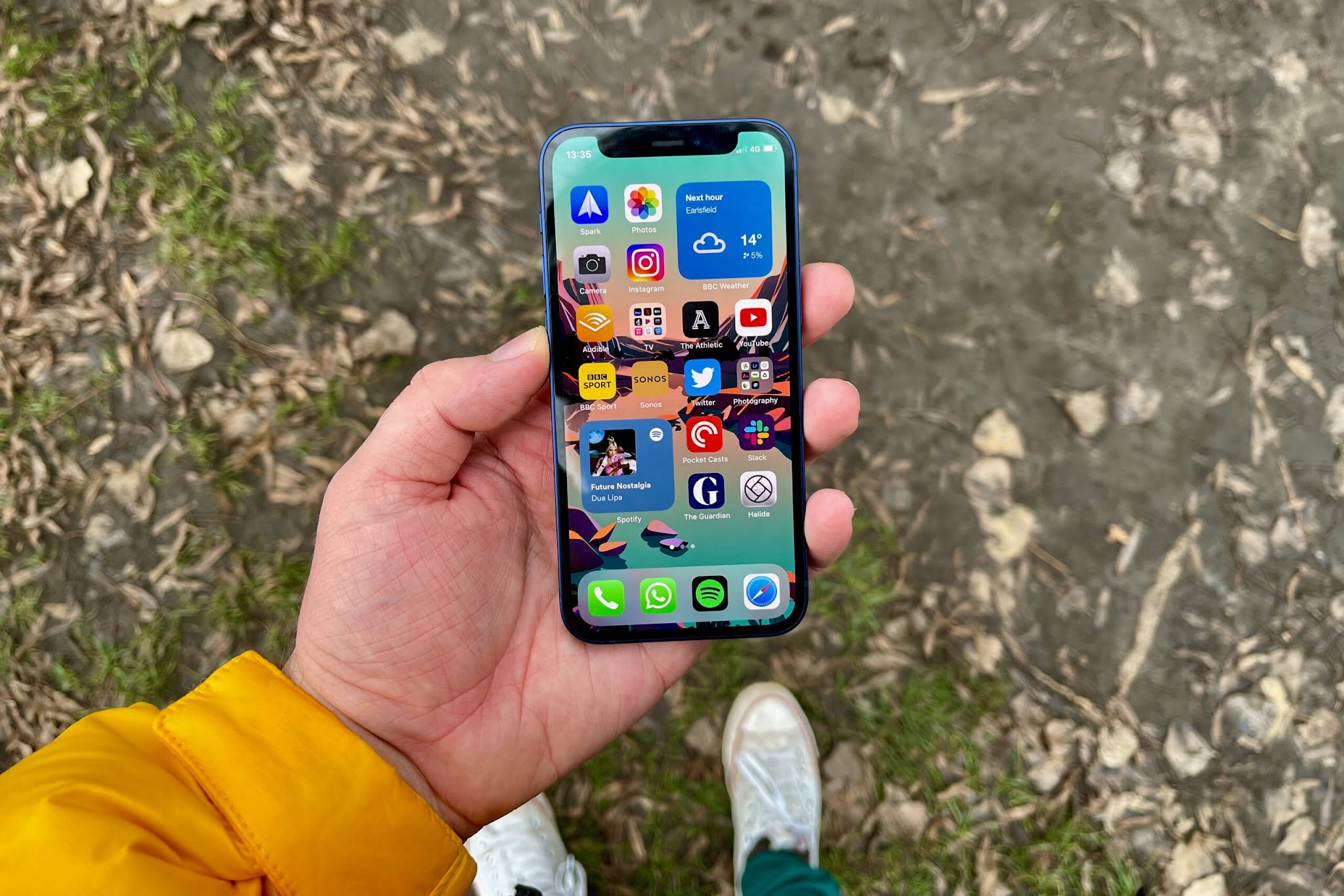 Apple closes critical vulnerabilities in Bluetooth and Face ID in iOS