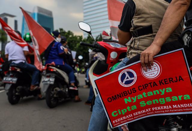 Buruh Marah, Draf UU Cipta Kerja Beda dengan Pembahasan
