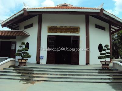 Quang cảnh trước đền thờ cụ Nguyễn Sinh Sắc