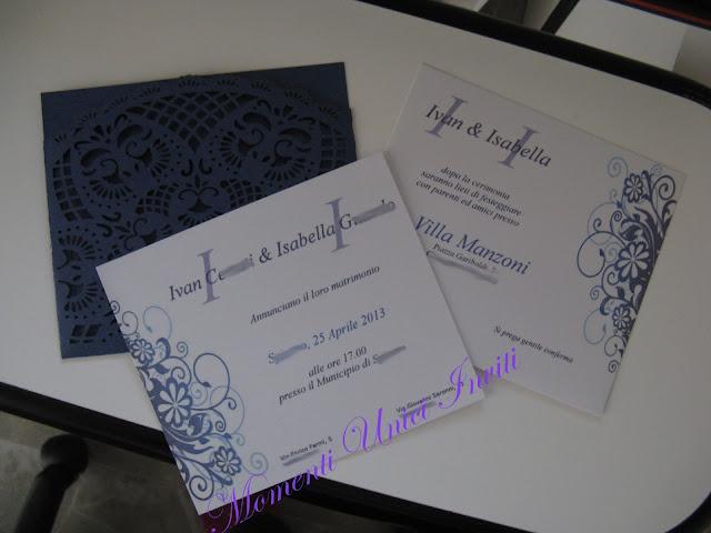 invito+blu Partecipazioni con tasca traforata blu perlescenteColore Blu Partecipazioni intagliate