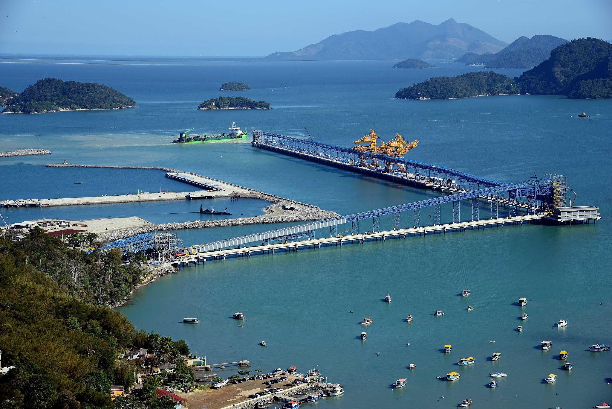 Porto Sudeste do Brasil planeja entrar no mercado de descarga navio-a-navio