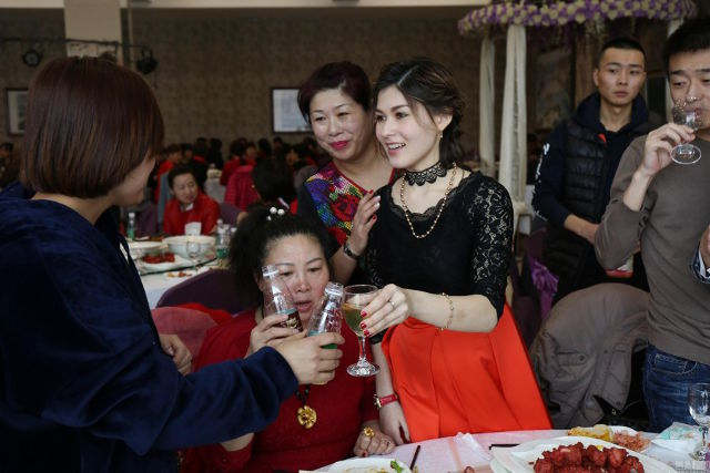 Beautiful Russian Woman Marries Chinese Coal Miner Despite Having No Money, Car or House!