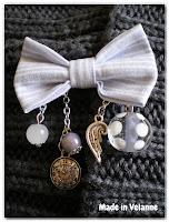 broche nœud bleu gris clair et blanc