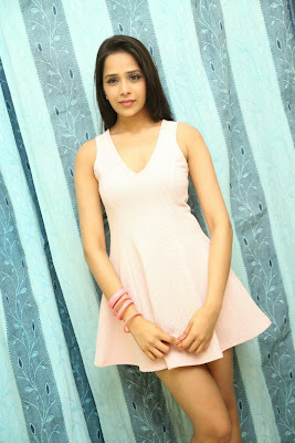 Abha+Singhal+Latest+Stills+(5) Actress Abha Singhal Spicy Photo Gallery in Skirt
