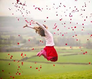 فتاة تطير فرحاً من اجمل الصور مشاهدة فى عام 2021