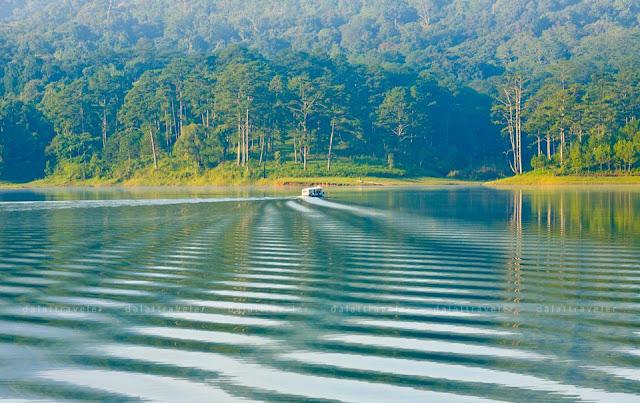 Hồ Tuyền Lâm đẹp nên thơ