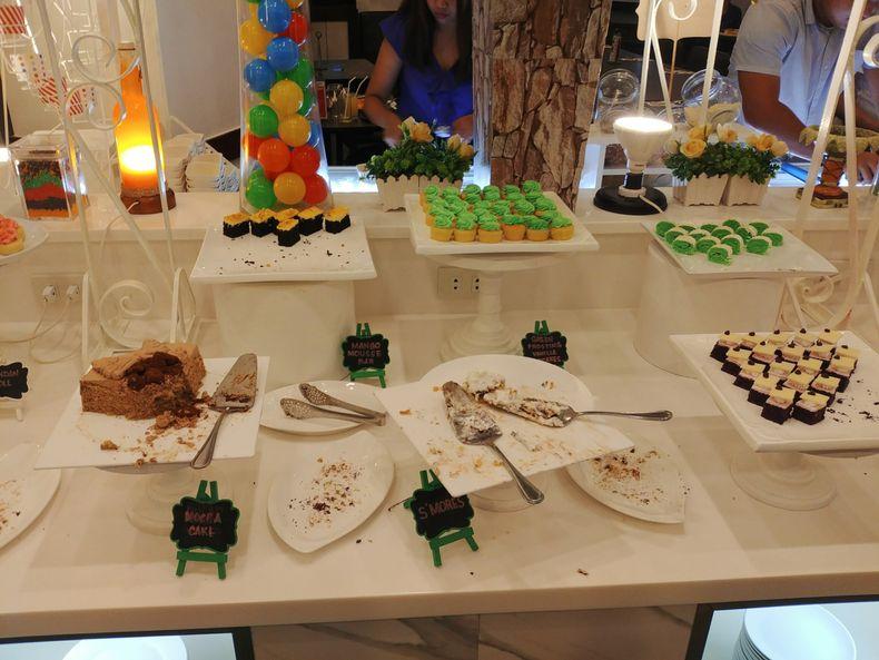 Dads World Buffet desserts