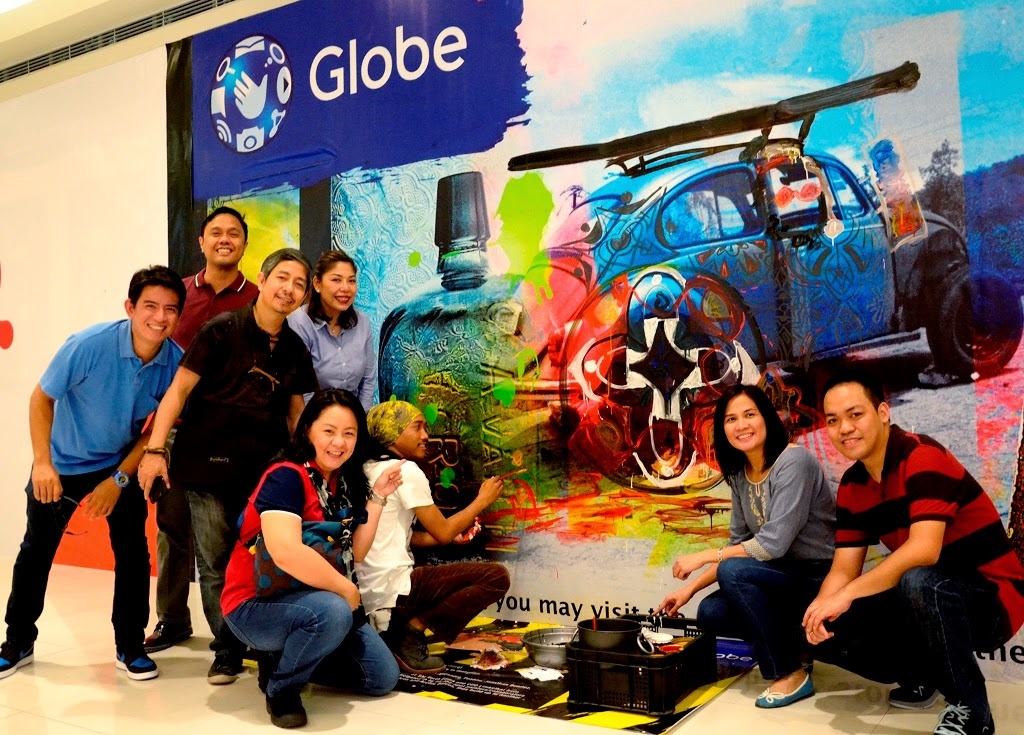 The Globe Store Retail Transformation team together with artist Ross Capili