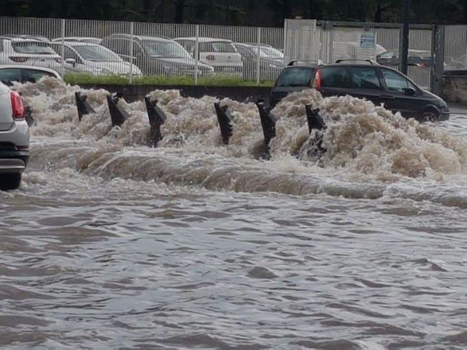 Diluvio a Milano: nord città allagato e tombini come geyser