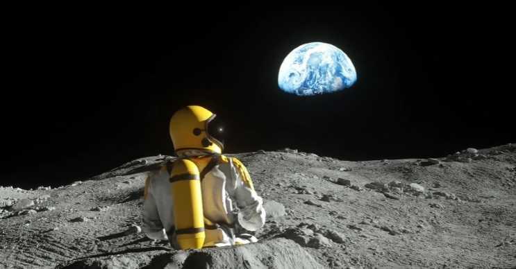Ay bilinen diğer adıyla Luna, Dünya'ya nispeten daha az yer çekimine sahiptir.
