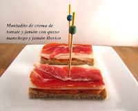 Montadito con crema de tomate y jamón, queso manchego y jamón ibérico