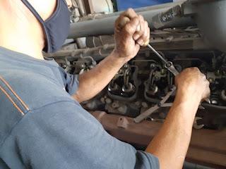 stel klep mesin diesel