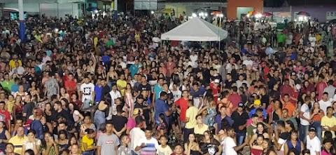 Multidão participa da festa de aniversário de Bom Lugar