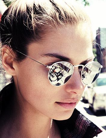 e40f15f1e O óculos redondo espelhado também é uma ótima opção para aderir a nova  tendência. Já tem o seu?