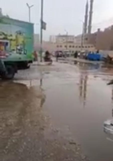 شارع سيتى بسوهاج يغرق فى مياه الصرف الصحى.. والأهالى يستغيثون