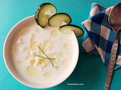 Sopa fría de yogur natural, pepino y manzana verde
