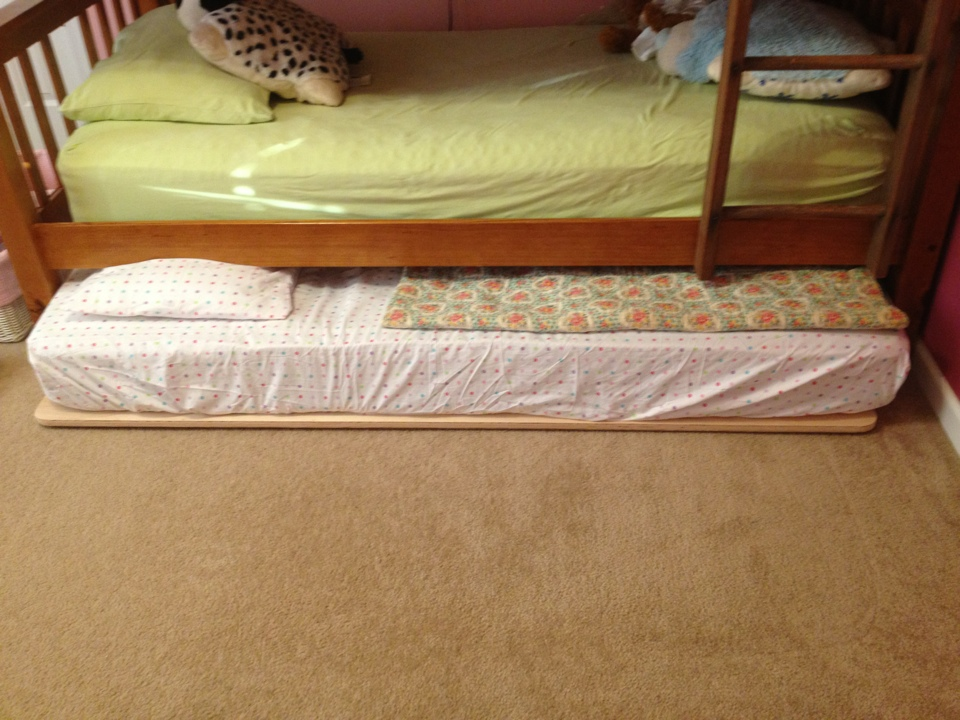Lucent En Tenebris Diy Trundle Bed