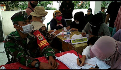 Camat Tarumajaya Tinjau Pelaksanaan 500 Vaksinasi di Desa Setia Asih