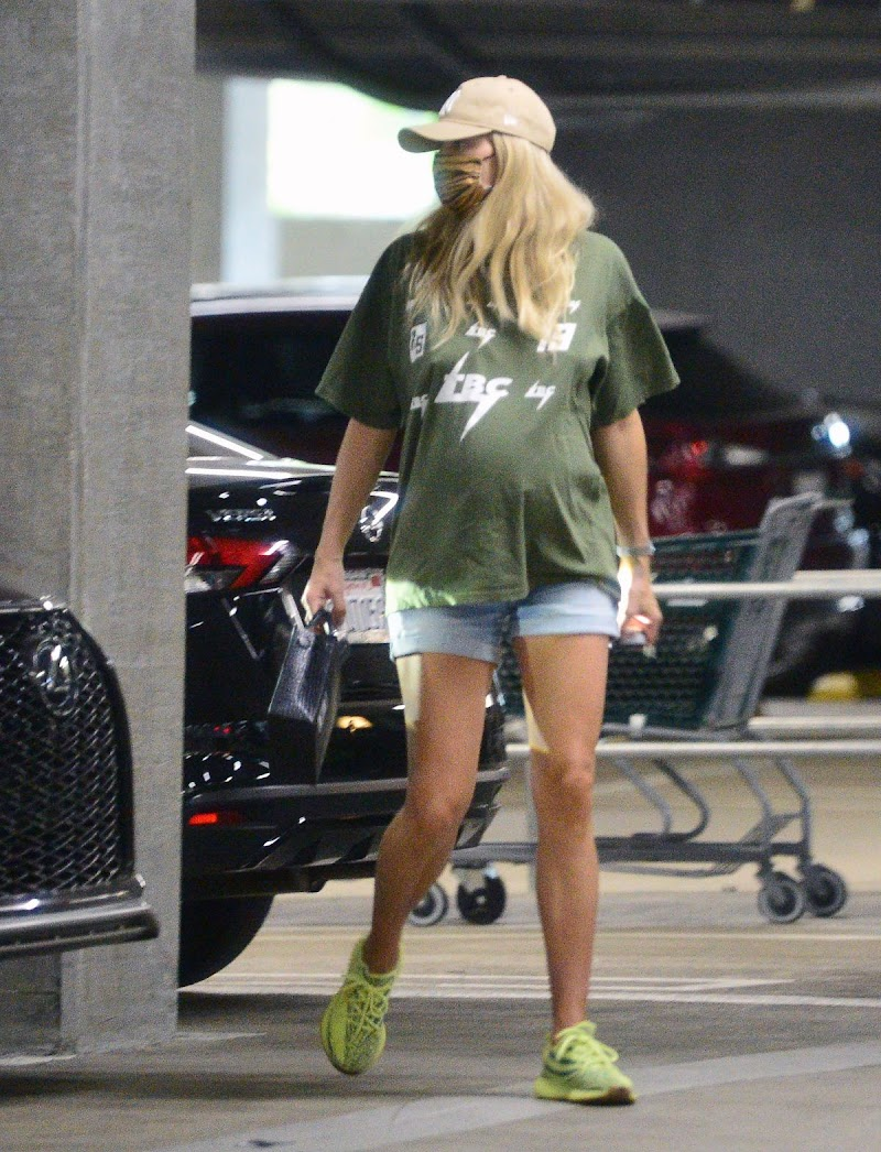 Pregnant Jessica Hart  clicked Outside while Shopping in Los Angeles  8 Nov-2020