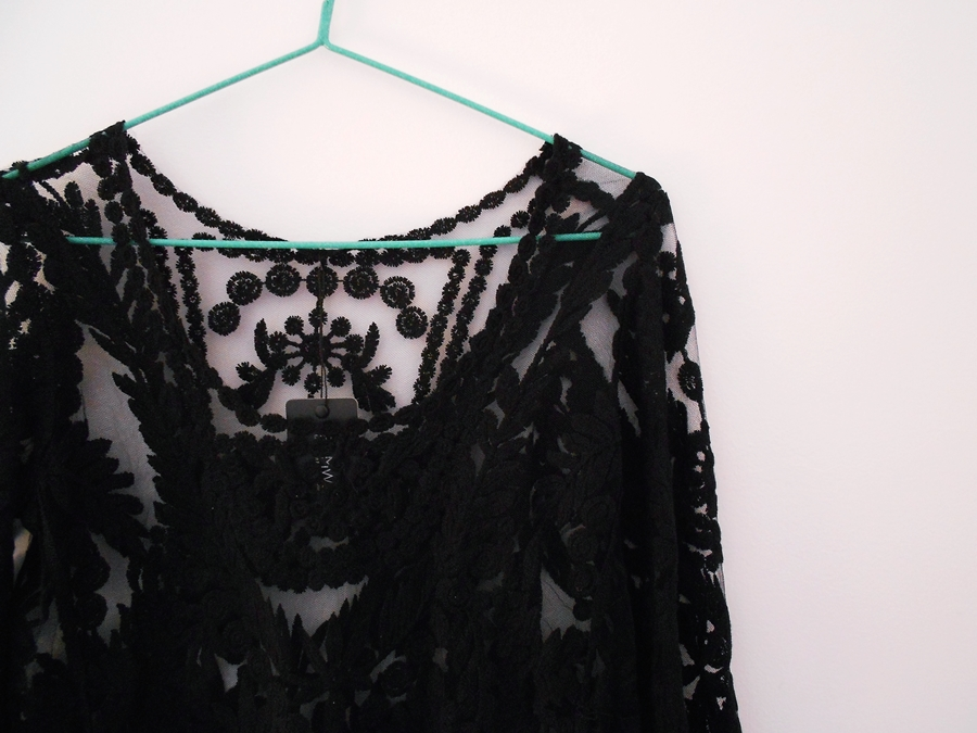 new in | Lace blouse
